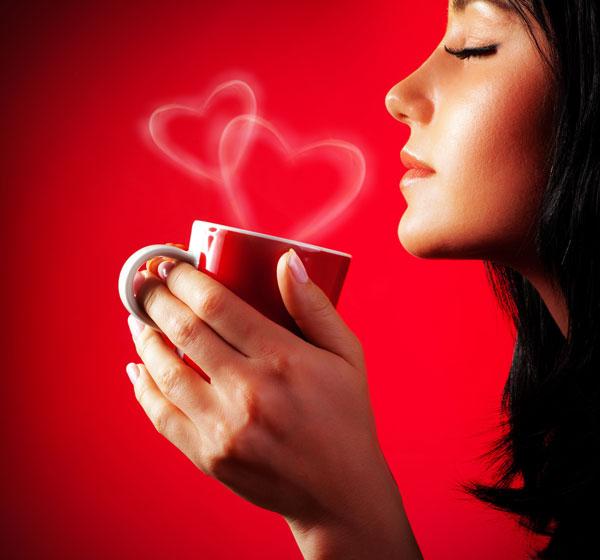 Ragazza-con-caffe-cuore